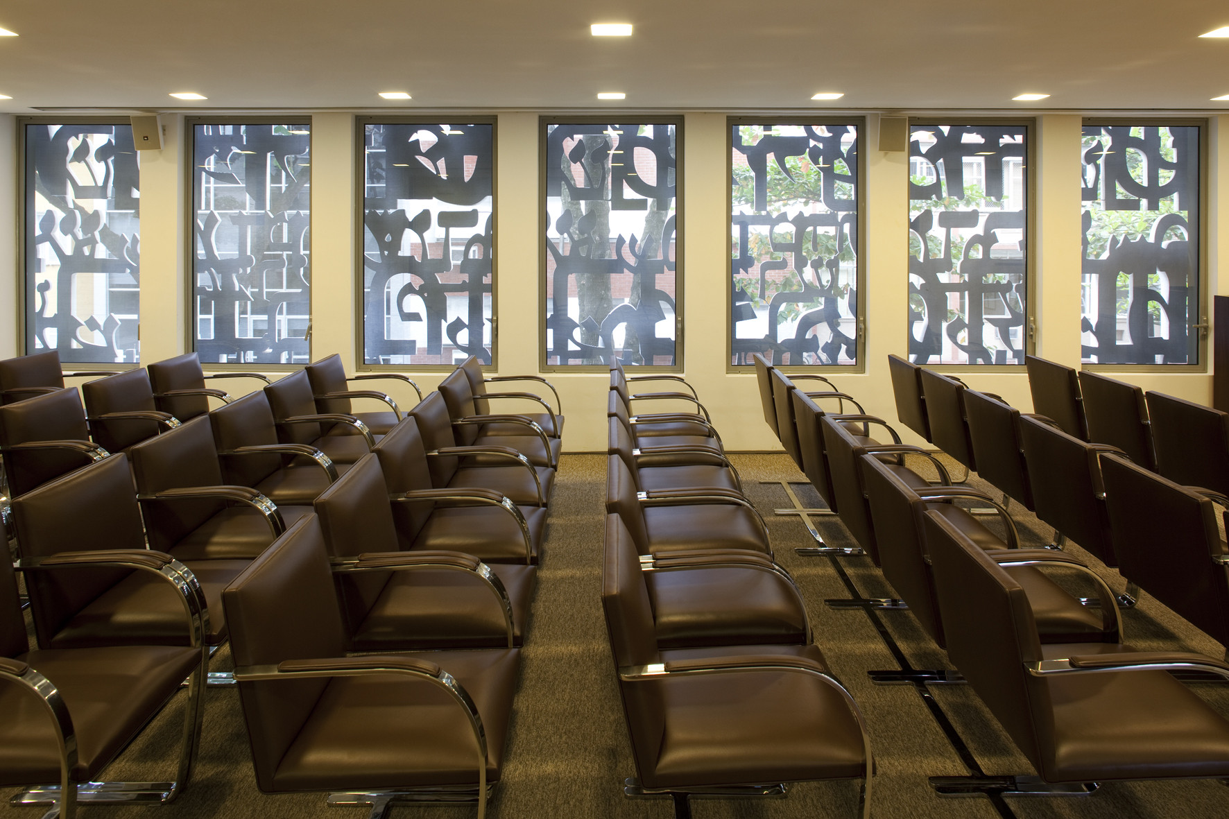 Transversal view of the seminar room of the second floor with th