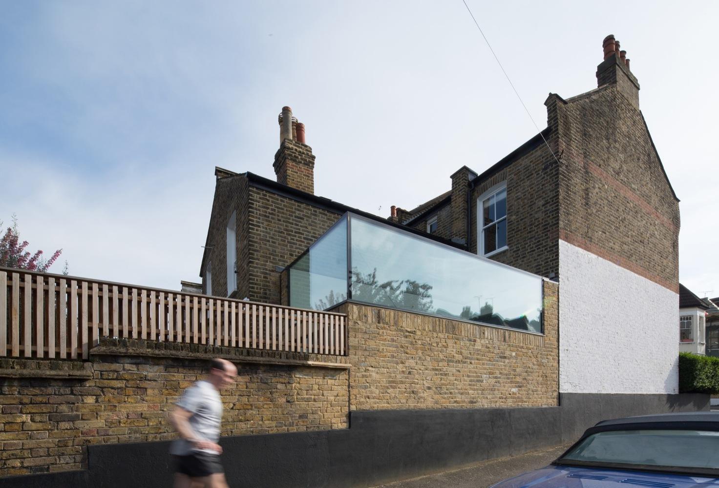Stiklinės dežutės namas