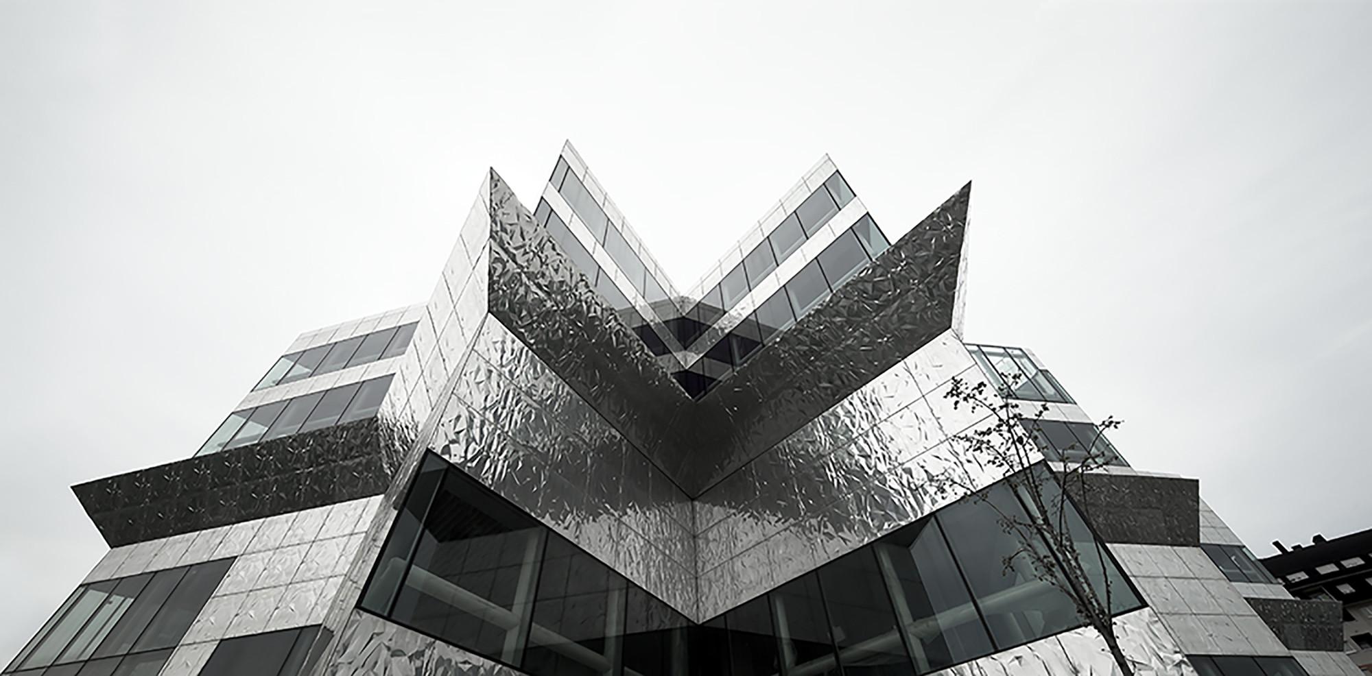 Nestandartinės architektūros policijos pastatas